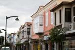 Las casas de la ciudad tienen un estilo original respecto a otros lugares de Turquía debido a su influencia griega.