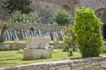 El el castillo hay muchas esculturas, decoraciones y leyendas esculpidas en piedra del imperio otomano.
