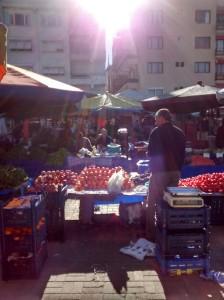 El mercado de los sábados en la plaza central de Selçuk.