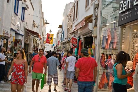 Peatonal ramblera donde están los locales más coquetos de Bodrum.