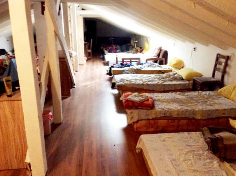 Habitación conjunta del hostel. Ideal pa dormir por poca plata. La única desventaja son los pedos de los chinos.