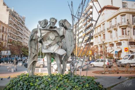 Por las calles también se encuentras monumentos, graffitis y fachadas, para entretener la vista y jugar a encontrar vaya uno a saber qué.