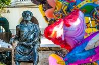 La plaza Aristóteles es considerado el centro de la ciudad. Es donde termina la principal avenida del mismo nombre y ahí se hacen varias actividades. Además queda sobre el paseo costero y tiene varios restoranes y tiendas, así como una estatua del pobre Aristóteles, un poco compungido y otro poco ignorado.