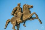 """Salónica en griego es """"Thessaloniki"""" y está en la región griega de Macedonia, que es algo que les encanta a los que viven en el país de Macedonia, un poco más al norte, porque los dos quieren tener la exclusividad del nombre. Idioteces nacionalistas. El símbolo macedonio por excelencia es Alejandro Magno, que además de tener su estatua en Skopje, Macedonia, la tiene en Salónica."""