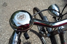 La bici es el transporte típico holandés. Y casi todas las bicis de ahí tienen el típico timbre con la corona.