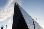 La estación central es lo primero que uno ve todo el que llega a la ciudad y no lo hace en auto. Un edificio moderno y que llama la atención con su techo plateado y quebrado.