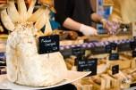 La comida curiosa tampoco falta en el mercado central, como este hongo con hongos. No entendí muy bien.