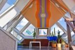 Se puede entrar al complejo de viviendas, y de la casas hay una que es de muestra y por 3€ se puede visitar por adentro.