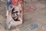 ríe, Mahatma, que estás por lo bajo.