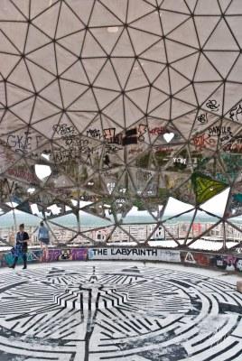 Dentro de las bolas también hay arte.