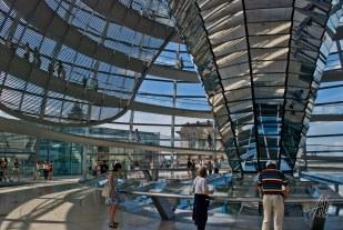 Sobre el centro de la cúpula hay una exposición que muestra la historia del edificio.