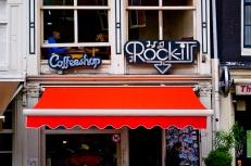 El turismo porrero es gran negocio en Ámsterdam. Los coffeeshops están en todas las esquinas, y ahí todos los adolescentes españoles que van a fumar porro lejos de mamá y papá.
