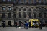Lo que está detrás del carrito de panchos es el Palacio Real de Holanda, que como se imaginarán los holandeses no le dan mucha bola.