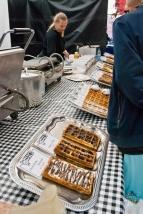 Para no ser menos que los belgas, los holandeses también tienen sus waffles. En la foto aparecen los tradicionales, que también hay en Bélgica, pero los holandeses también comen unos que son más chatitos, redondos y rellenos de caramelo. Muy recomendables, pero con un par ya se cubre la ingesta calórica necesaria para 27 días.