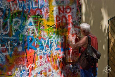 Escribiendo el muro de Lennon