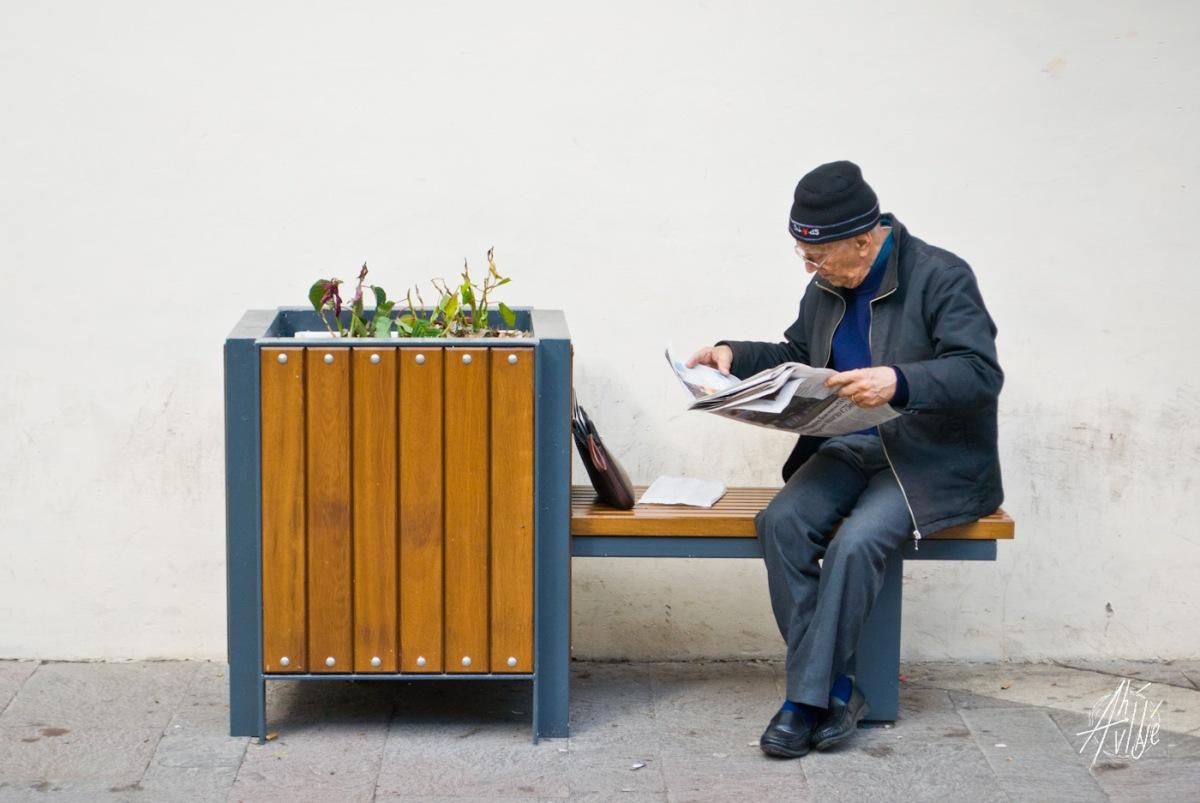 Don leyendo las news