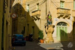 En Malta todo tiene nombre de santo y hay figuras religiosas en todas las esquinas. Acá un caballero que vaya uno a saber quién era.