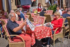 Leyendo el diario