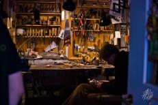 Tienda de marionetas de madera