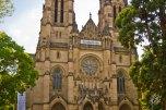 Esta iglesia católica, como no la usa nadie, cuando no hay misa se usa para eventos culturales como conciertos y festivales. Afuera tiene una cartelera con el programa y todo. Y sí, los espectáculos se hacen adentro. Cosas extrañas que pasan solo en Alemania.