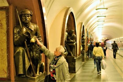 Estatuas metro de Moscú
