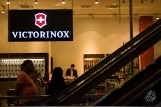 No hay sanciones internacionales que una victorinox no pueda cortar. Hasta tiene su propia tienda en un mall de Teherán.