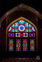 Esta foto se tomo al mediodia, pero temprano en la manana, los rayos de sol atraviesan de lado a lado la mezquita con los colores de los vitrales.
