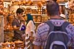 El mercado central de Shiraz no es tan grande como el de Teheran pero se puede encontrar de todo.