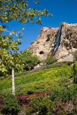 En la entrada a Shiraz hay una pequena catarata en uno de los parques.
