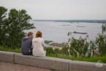 Así de linda es la vista hacia el río Volga: yuyos, polución y barcos cargueros. ¿Qué más se puede pedir?