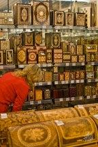 En el centro de la ciudad hay un museo de artesanías rusas y mamushkas.